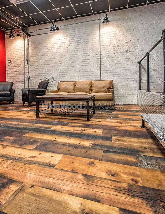 Wide plank flooring gallery reclaimed flooring gallery for Tobacco pine flooring